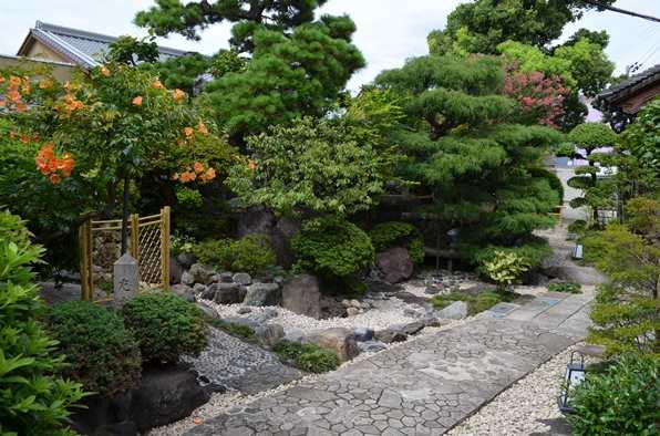 がんこ2・庭.JPG
