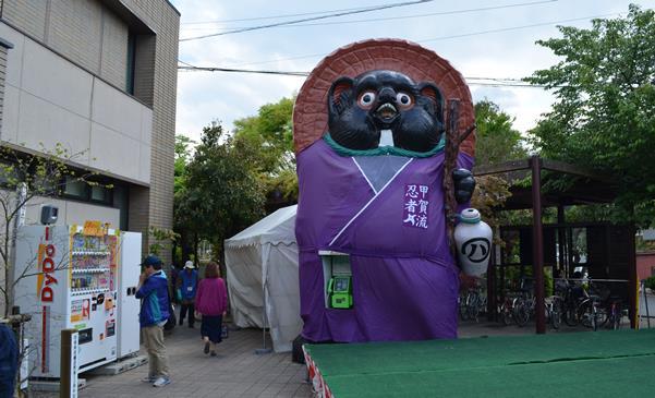 信楽5・駅前.JPG