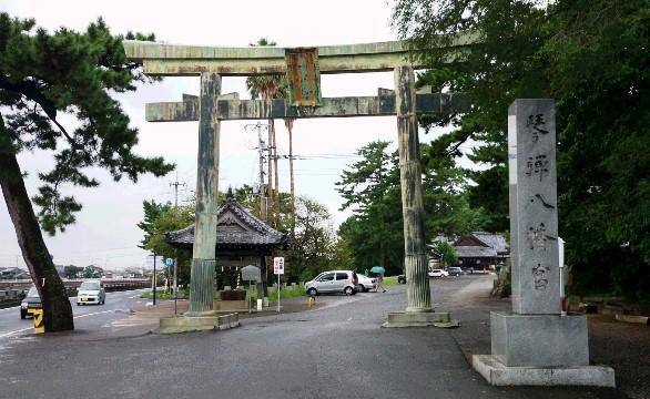 八幡宮1・社標と鳥居.JPG