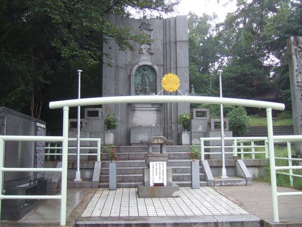 八幡宮11・慰霊塔.JPG