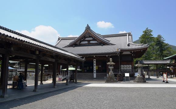 善通寺30・回廊と本堂.JPG