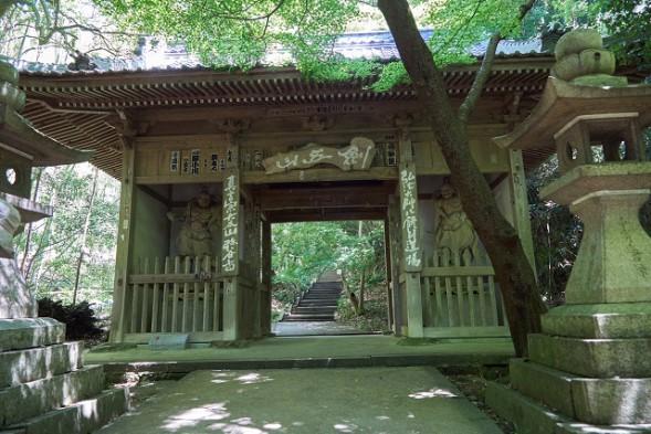四国27・弥谷、仁王門.jpg