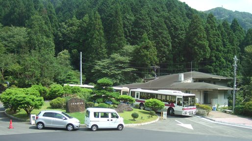 墓参り5・旧管理事務所.jpg
