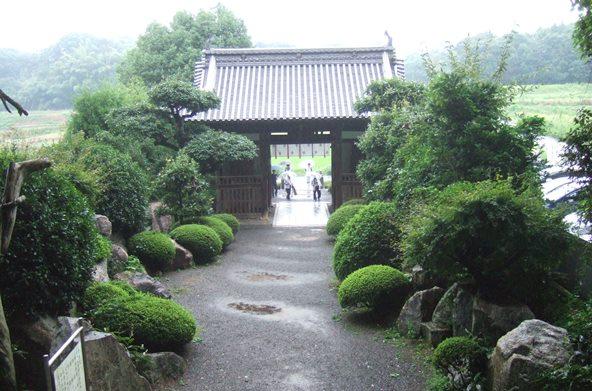 大興寺8・仁王門裏から.JPG