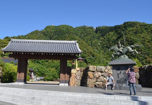 岐阜公園16・若き日の信長像.JPG