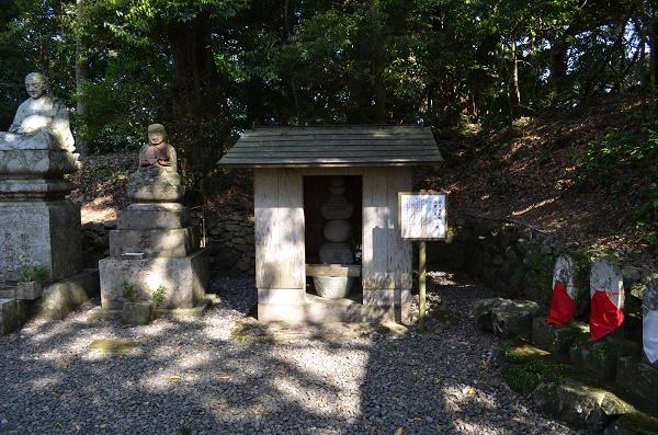 最御崎寺8・岩見重太郎の塚.jpg