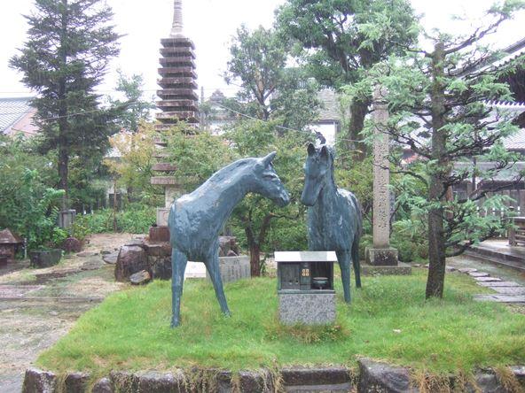 本山寺18・馬の像.JPG