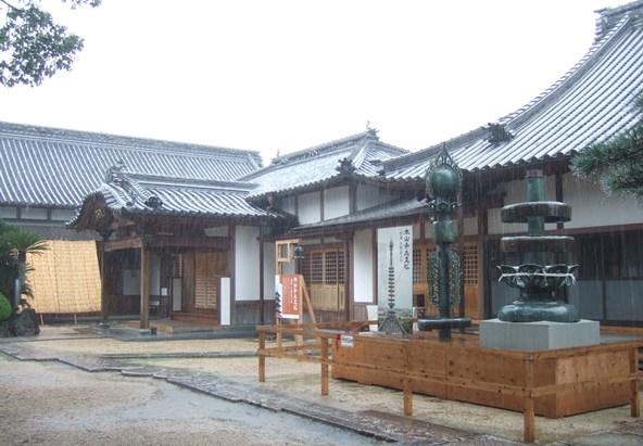 本山寺28・庫裡・客殿前.JPG
