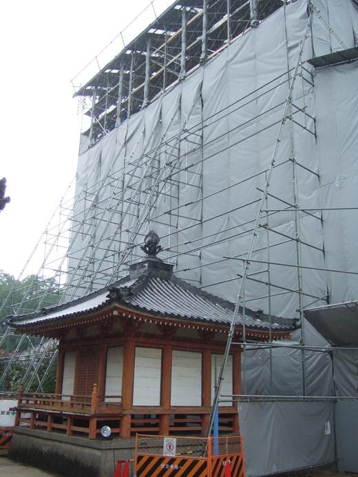 本山寺29・赤堂と五重塔.JPG