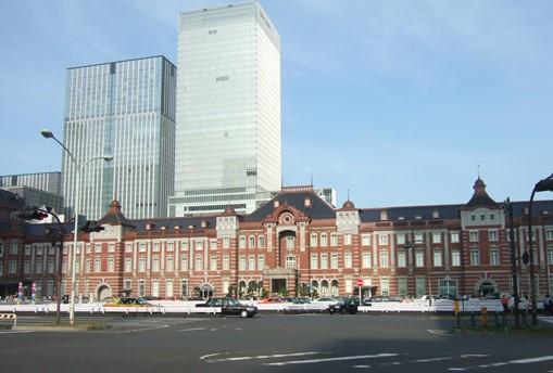 東京4・路上駅舎.jpg