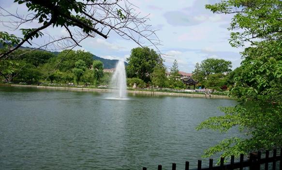 水月4・池と噴水.JPG