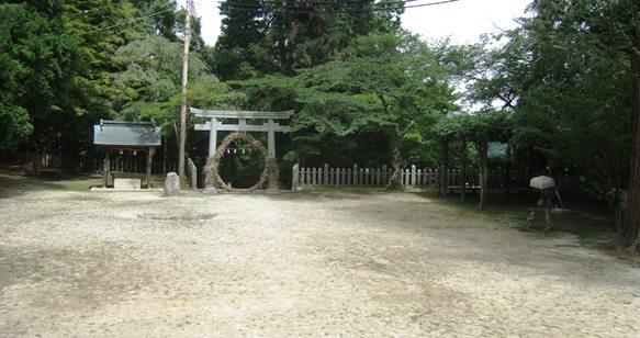 温泉神社16・拝殿側から見た境内.JPG