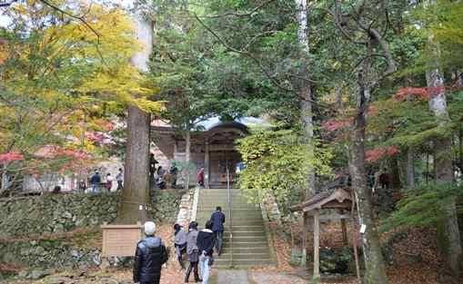 石龕寺19・本堂へ向かう上の石段.jpg