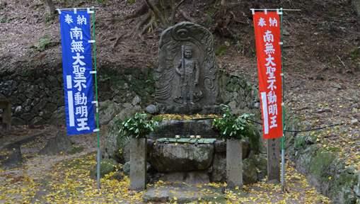 石龕寺26・水かけ不動.jpg