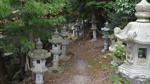 石龕寺31・奥の院への参道.jpg
