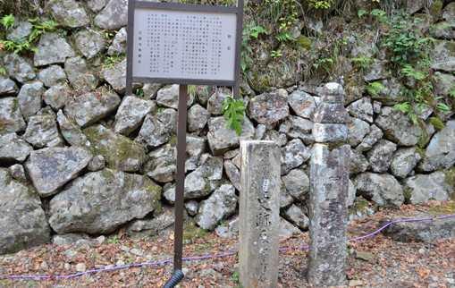石龕寺6・町石.jpg