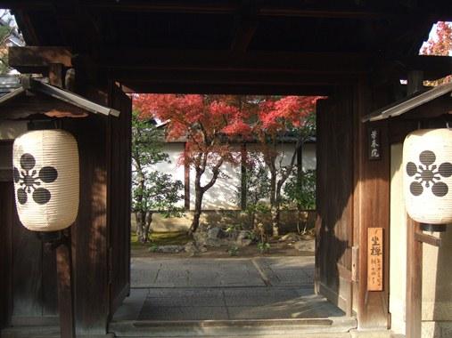 芳春院3正門.jpg