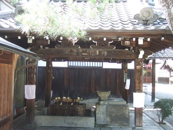 行願寺9・手水舎.JPG