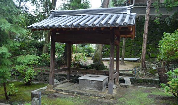 観音寺5・閼伽井.JPG