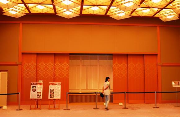 迎賓館28・舞台と舞台扉.JPG