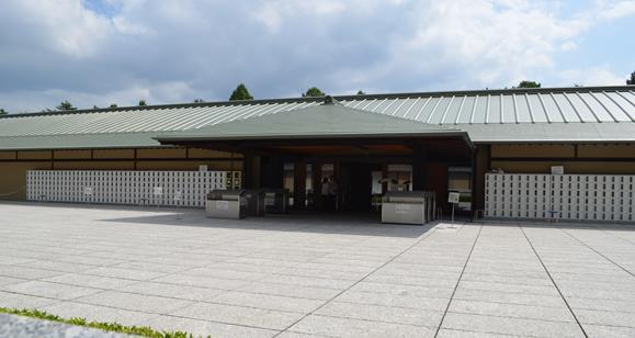 迎賓館6・正面玄関.JPG