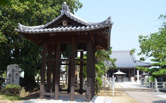 金倉寺35・鐘楼と歌碑.JPG