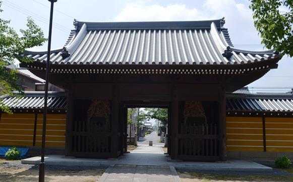 金倉寺40・内から見た仁王門.JPG