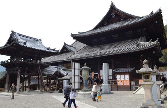 長谷寺37・鐘楼、本堂.jpg