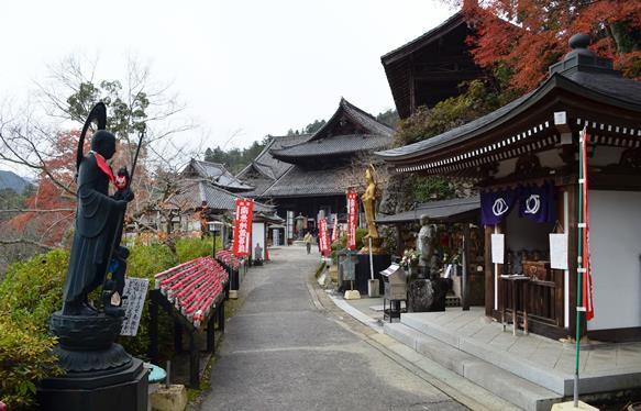 長谷寺45・日限地蔵から本堂方面.jpg