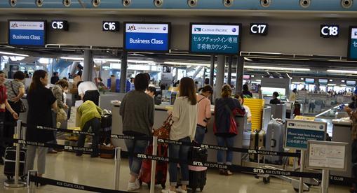 香港14・セルフチェッイン用手荷物カウンター.jpg