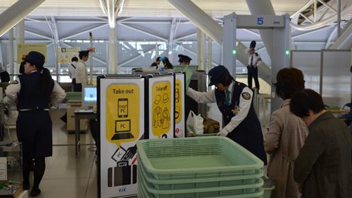 香港18・搭乗前安全検査.jpg