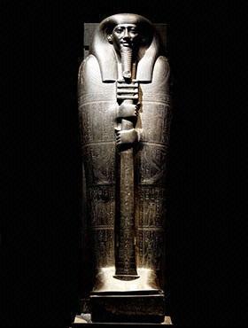 エジプト・イビの石製人型棺.jpg