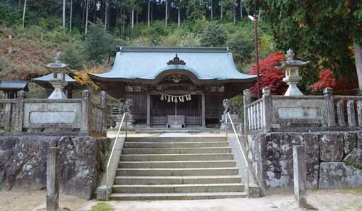 伊尼5・拝殿を望む.jpg