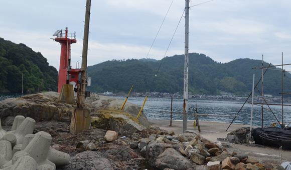 伊根浦3・赤い灯台.jpg