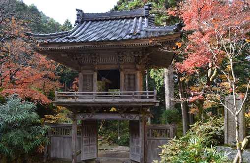 岩瀧寺7・裏から見た山門.jpg