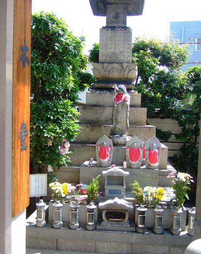 常光円満寺8・水子地蔵と供養塔.jpg
