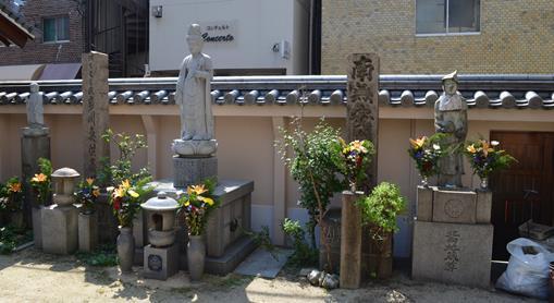 持明院6・川魚供養塔、阿弥陀仏、北向地蔵.jpg