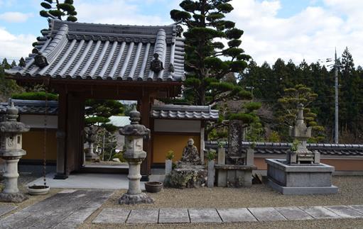 赤井3・鷲住寺中から山門.jpg