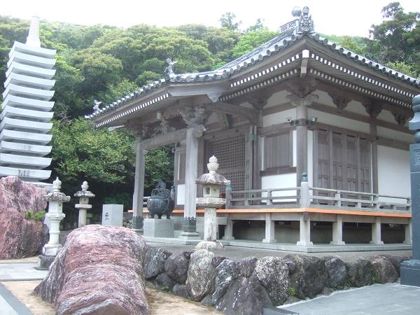 金剛福寺19・愛染堂と十三重塔.jpg