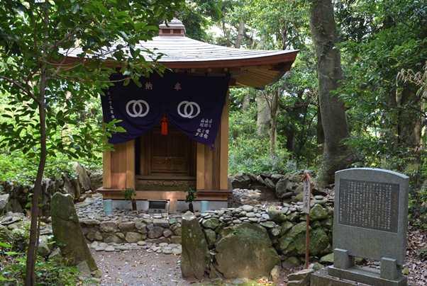 金剛頂寺28・智光上人御廟.JPG